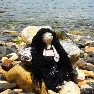 sirena-negra-tejida-en-crochet.jpg